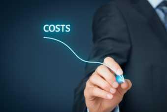 איש עסקים מתאר צמצום בעלויות